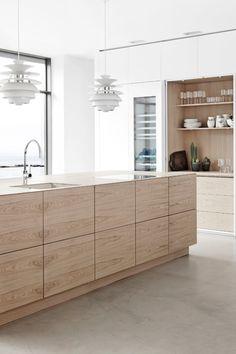 White Oak Kitchen, Kitchen Island With Sink, Oak Kitchen Cabinets, Maple Cabinets, White Cabinets, Concrete Kitchen Floor, Polished Concrete Flooring, Kitchen Flooring, White Beach Houses