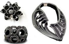 Bisutería con cremalleras. Bacelet, brooch and necklace with zippers