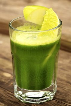 Green Juice Recipe: Pear, Apple, Broccoli And Zucchini Juice Smoothie Recipes, Smoothies, Vitamix Recipes, Canning Recipes, Green Grapes Nutrition, Food Nutrition, Nutrition Guide, Nutrition Education, Kale Juice