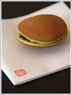 Japanese sweets, Matcha Dorayaki pancake with bean jam filling 抹茶どら焼き