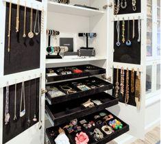 walk in closet design jewelry cabinet ideas necklace organizers Jewelry Closet, Jewellery Storage, Jewelry Box, Space Jewelry, Jewelry Stand, Diy Jewelry, Wooden Jewelry, Jewelry Holder, Necklace Storage