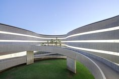 Undulating Corridors Wrap a New Faculty of Fine Arts in the Canary Islands