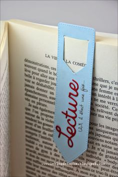Marque-page Tacha - Scrap - Papeterie Bookmark Craft, Diy Bookmarks, Diy Marque Page, Diy And Crafts, Paper Crafts, Book Markers, Planner, Book Making, Book Worms