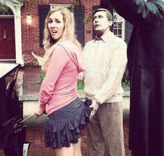 Look at the funny pictures featuring people having too much fun with statues and shows that interacting with a statue is an additional way to enjoy the art. - Page 6 of 10 Funny Images, Funny Photos, Funniest Photos, Funny Statues, Fun With Statues, Illusion Photos, People Having Fun, People Of Walmart, Image Of The Day