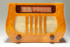 """Beautiful and incredibly marbleized sand colored case and brown trim Catalin DeWald model A-501 """"Lyre"""" is a magnificent, exquisitely crafted Art Deco radio.  Manufactured in 1938 by DeWald Radio Mfg Corp, out of New York."""