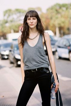 Oversized tank and skinny jeans / via:Vanessa Jackman Fashion Week Paris, London Fashion, Micro Pony, Modell Street-style, Vanessa Jackman, Looks Street Style, Fashion Outfits, Womens Fashion, Fashion Weeks