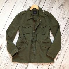 BARNEYS NEW YORK Jacket Army Green Canvas Twill Military SZ 42 / L Current $425…