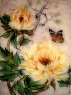 Картина из шерсти  `Желтые китайские пионы и бабочка 2`. Картина выложена сухой овечьей шерстью на ткань под стекло. Создана по мотивам китайской живописи. Картина была сделана на заказ, продана. Пион - благородный цветок, изящный, роскошный, с богатым ароматом. Fleece Crafts, Felt Crafts, Fibre, Fiber Art, Felt Wall Hanging, Coloring Book Art, Felt Pictures, Needle Felting Tutorials, Wool Art