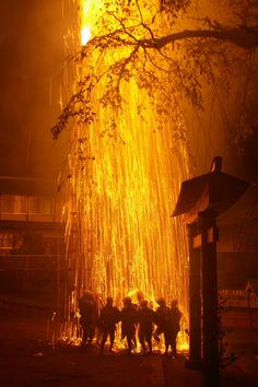 Fire Festival in the Suwa Shrine (Nagano, Japan)|奉納煙火 ❤❦♪♫