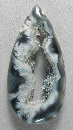 OCO GEODE AGATE designer cab Silverhawks designer gemstones. Minerals And Gemstones, Crystals Minerals, Rocks And Minerals, Crystals And Gemstones, Stones And Crystals, Gem Stones, Geode Rocks, Beautiful Rocks, Mineral Stone