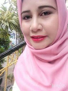 Ardani Dian Aisah A widow Looking for a mate in Yogyakarta Beautiful widow looking for a mate in Beautiful Arab Women, Beautiful Girl Indian, Beautiful Hijab, Arab Girls Hijab, Girl Hijab, Dating Older Women, Muslim Beauty, Indian Girls Images, Bollywood Girls