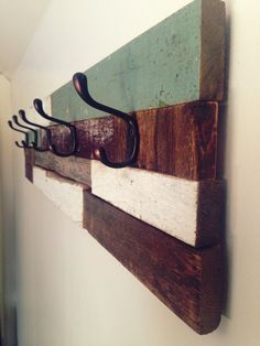Wood coat rack 6 hooks made of multiple barn wood pieces. Anchoring on the wall is very simple (fixation included). Dimension : 39 1/2 length x 9 wide x 5 deep // MADE IN QUEBEC // || Reclaimed wood | Design renewed || Other shipping option RECOVERY ON SITE or PERSONAL