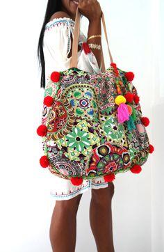Pom Pom beach bag/ Beach bag/Tassels bags/Yoga by JavaSpirit Bohemian Mode, Hippie Chic, Boho Chic, Moda Boho, Yoga Bag, Boho Bags, Beachwear For Women, Boho Fashion, Purses And Bags