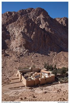 Saint Catherine's Monastery below Mount Sinai Ancient Egypt, Ancient History, Ancient Art, Mount Sinai Egypt, Temples, Saint Catherine's Monastery, Sinai Peninsula, Holy Land, Art And Architecture