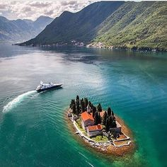 Did you know that you can actually buy your own personal Island online for under $18000? placestovisit #placestogo #dreamvacation#vacationgoals #exoticplaces#beautifulplaces #amazingplaces #personalisland