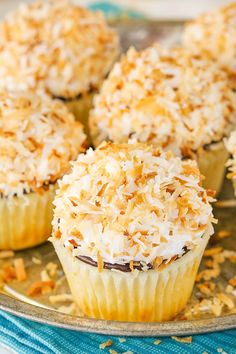 Coconut Macaroon Cupcakes made with a moist coconut cupcake, chocolate ganache & coconut meringue frosting that's covered with more toasted coconut! Kokos Desserts, Coconut Desserts, Coconut Macaroons, Coconut Recipes, Cupcake Recipes, Cupcake Cakes, Dessert Recipes, Poke Cakes, Layer Cakes