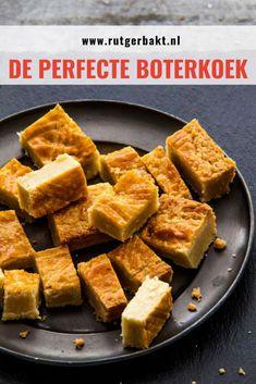 Deze boterkoek is echt mijn favoriet! Soms kan zelfgebakken boterkoek hard of droog zijn, maar dat is bij dit boterkoek recept zeker niet het geval! Net als die van de bakker is deze koek binnenin heerlijk smeuïg en aan de buitenkant nog licht knapperig. Superlekker! En hij is ook nog eens heel makkelijk om te maken! Cookie Recipes, Dessert Recipes, The Joy Of Baking, Sweet Bakery, Dutch Recipes, Happy Foods, Pastry Cake, Healthy Sweets, High Tea