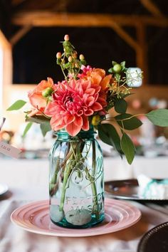 Mason jars Filled in with colourful flowers as wedding centerpieces. Here're some creative ways you can utilize the mason jar wedding centerpieces Blue Mason Jars, Mason Jar Flowers, Pots Mason, Flower Jars, Vintage Mason Jars, Mason Jar Vases, Rustic Mason Jars, Spring Flower Arrangements, Floral Arrangements