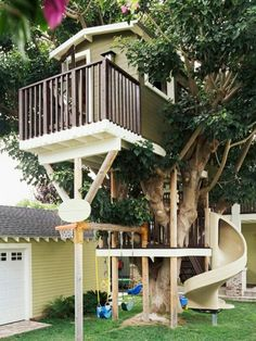 Tree house version of cubby with twist slide and basketball ring included