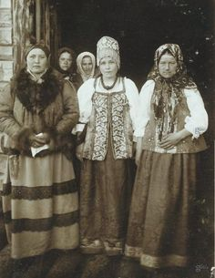Let& Sunday: Russian fashion - Dress up: Renfaire, Steampunk, etc. Vintage Photographs, Vintage Photos, Mode Russe, Folk Costume, Costumes, Russian Culture, Russian Folk, Ethnic Dress, Imperial Russia