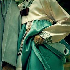 Good Looking Hanbok =)