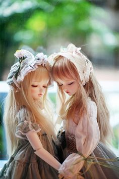 bjdollicious:  TWINS by never wondeland on Flickr.