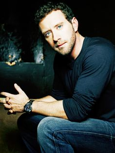 T.J. Thyne...Cute in a Geeky Sort of Way  Another great looking man from Bones!