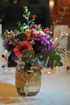 Centro con flores campestres