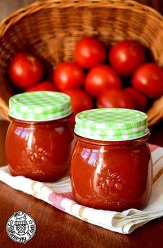 Warto poświęcić trochę czasu i przygotować domowy ketchup. Zachwyca swym smakiem i aromatem. Ketchup, Preserves, Pickles, Salsa, The Cure, Good Food, Food And Drink, Snacks, Vegetables