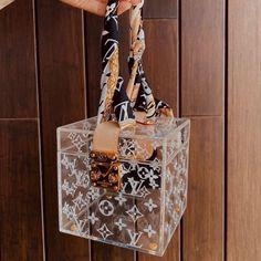 Sacs Louis Vuiton, Pochette Louis Vuitton, Louis Vuitton Handbags, Purses And Handbags, Replica Handbags, Luxury Purses, Luxury Bags, Sacs Design, Accesorios Casual