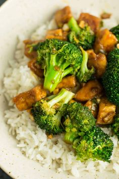 This broccoli tofu stir fry recipe is made in just one pan. Make it with homemade stir fry sauce, green onions, and fresh garlic and ginger. An easy and flavorful vegan dinner! Tofu used to Best Vegetarian Recipes, Tofu Recipes, Sauce Recipes, Healthy Dinner Recipes, Delicious Meals, Meatless Recipes, Vegetarian Options, Vegetarian Meals, Easy Recipes