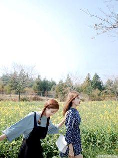 รูปภาพ kstyle, asian fashion, and kfashion Ulzzang Couple, Ulzzang Girl, Korea Fashion, Asian Fashion, Korean Girl, Asian Girl, Age Of Youth, Korean Best Friends, Girl Friendship
