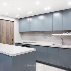 블루그레이 우레탄도어, 다용도실 무늬목중문, 타일대신 칸스톤.. 세가지 재료와 컬러의 캐미🙌🏻 . 역삼 상지리츠빌 63py 주방 .... Sink, New Homes, Interior, Kitchen, House, Design, Home Decor, Rustic Kitchens, Modern Kitchens