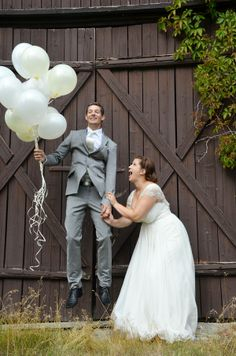 www.fabelaktive.com Weddingphoto idea, balloons
