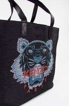KENZO. Tiger Tote Bag.  Anthracite embroidered Tiger tote bag.Inside one zipped pouch.23% Straw - 27% PVC - 50% Leather. Dimensions - 36 x 34 x 16 cm.  Bag Tigre color antracite. All'interno una tasca con cerniera. 23% Paglia - 27% PVC - 50% Pelle. Dimensioni - 36 x 34 x 16 cm.
