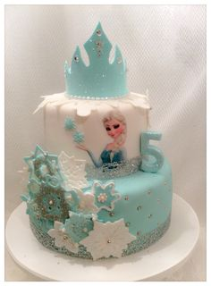 Princess Elsa from 'Frozen' theme cake Bolo Frozen, Disney Frozen Cake, Frozen Theme Cake, Elsa Birthday Cake, Superhero Birthday Cake, Frozen Birthday Party, Geek Birthday, 5th Birthday, Bolo Elsa