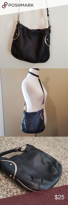"""LAST CHANCE B. Makowsky crossbody PLEASE READ DESCRIPTION   *Price is firm. This is my lowest price, even if bundled!*  Leather crossbody purse Small black leather crossbody purse, adjustable strap Excellent condition! 10"""" x 9""""  3 interior pockets, 1 small exterior. Magnetic closure.  Pewter accents  24"""" strap drop Authentic b. makowsky Bags Crossbody Bags"""