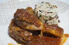 Muslos de pollo al vino tinto -  Una receta de muslos depollo en salsa de vino tinto,un clásico de la cocina española, es una carne tierna, jugosa y económica. Podemos hacer infinidad de recetas distintas. Además esta receta podéis hacerla con otras carnes como el conejo o pavo. Es un plato sencillo y muy sabroso. Solo tenéis... - http://www.lasrecetascocina.com/muslos-pollo-al-vino-tinto/
