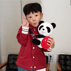 Discovered by scarlet. Find images and videos about korea, asian baby and daebak on We Heart It - the app to get lost in what you love. Superman Cast, Superman Kids, Asian Kids, Asian Babies, Ulzzang Kids, Cute Babies, Mickey Mouse, Couples, Disney Characters
