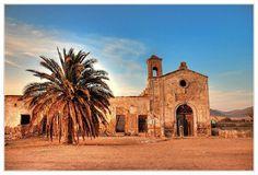 Bodas de sangre: resumen del argumento: Cortijo del Fraile, en Níjar, Almería. En sus proximidades ocurrió el crimen de Níjar que inspiró <em>Bodas de sangre</em>.