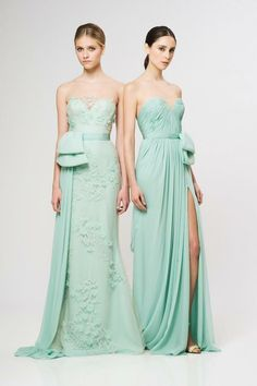 Dress color: mint.  Accessories: white, cream, gold jewelry & belts.  Shoes: nude pumps or wedges