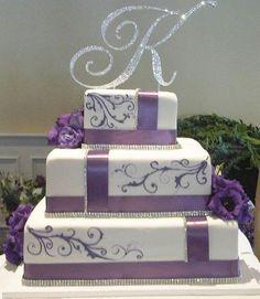 White and purple wedding cake. Square Wedding Cakes, Purple Wedding Cakes, Wedding Cakes With Cupcakes, Beautiful Wedding Cakes, Gorgeous Cakes, Wedding Cake Designs, Pretty Cakes, Wedding Cake Toppers, Cupcake Cakes
