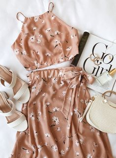 Elcapho Sophina Blush Pink Blumendruck Wickel Midirock The Most Ec Mode Outfits, Casual Outfits, Fashion Outfits, Womens Fashion, Ladies Fashion, Skirt Fashion, Fasion, Fashion Blogs, Fashion Websites