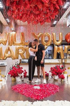 Useful Wedding Event Planning Tips That Stand The Test Of Time Cute Proposal Ideas, Romantic Proposal, Romantic Weddings, Proposal Photos, Romantic Ideas, Romantic Quotes, Propositions Mariage, Dream Wedding, Wedding Day