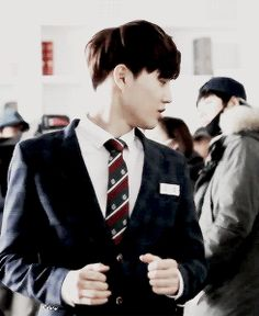 Suho looks super kyeopta ^^