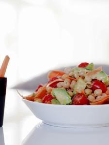 Supersalaatti avokadosta, linsseistä ja tomaatista:   http://atmarias.indiedays.com/2014/12/04/raw-supersalaatti-juttua-ruoasta/