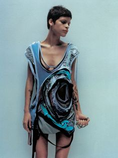 Omahyra Mota by Jan Welters Hussein Chalayan s/s 2003 MANIFEST DESTINY. Pinned as inspiration for shape of garment, reminiscent of minerals and rocks. Hussein Chalayan, Jean Paul Gaultier, Celine, Apocalyptic Fashion, Cyberpunk Fashion, Fashion Details, Fashion Design, Sculptural Fashion, Gothic Lolita