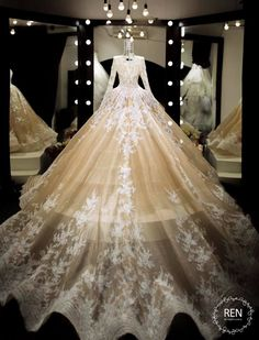 6 Beautiful Wedding Dress Trends in 2020 Ball Gown Dresses, Bridal Dresses, Prom Dresses, Fantasy Gowns, Quinceanera Dresses, Dream Wedding Dresses, Beautiful Gowns, Dream Dress, Pretty Dresses