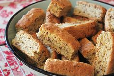 All Bran Rusks - A typical South African Rusk recipe Dessert Simple, Buttermilk Rusks, Easy Desserts, Dessert Recipes, Easy Snacks, Rusk Recipe, Hard Bread, Healthy Breakfast Snacks, All Bran
