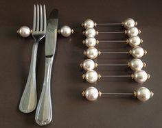 Silverware Rest – Willkommen bei Pin World Diy Para A Casa, Pearl Crafts, Napkin Folding, Deco Table, Diy Home Crafts, Craft Fairs, Napkin Rings, Diy Wedding, Napkins
